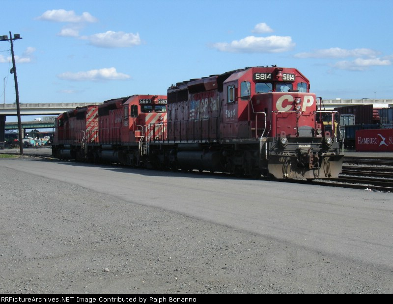 CP/D&H Power rests between assignemnts at Oak Island yard