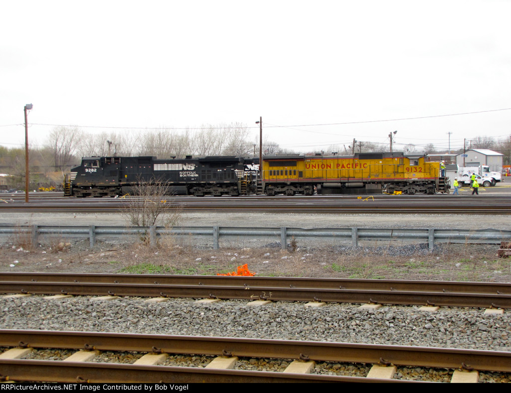 UP 9132 and NS 9282