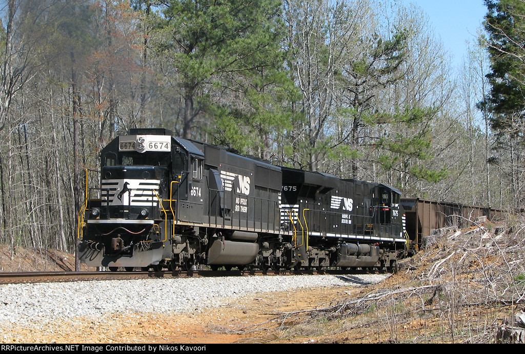 NS 6674 pushing on the rear of 792