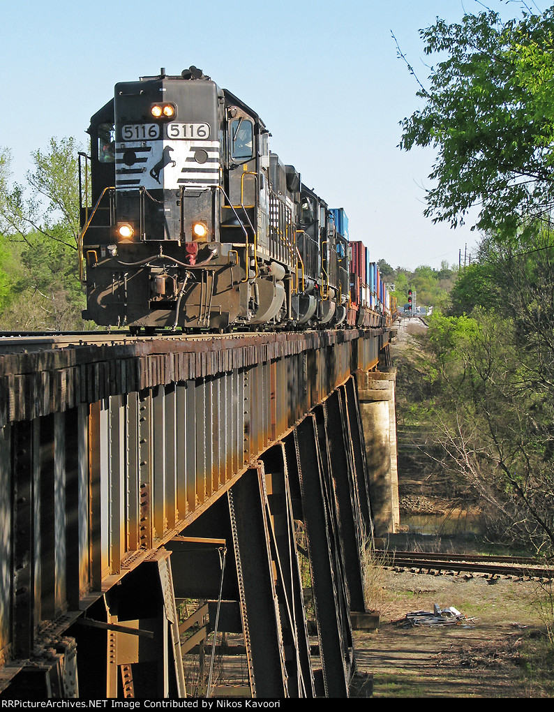 NS 5116 leading G2A over the Chatahoochee
