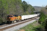 BNSF 5286 leads NS 251