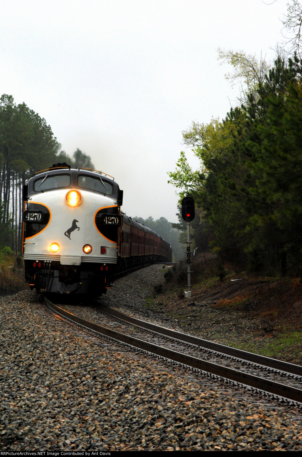 NS 956 rounding the curve