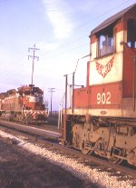 GMO 901 SD40 MEET AT BALLARD IL SIDING 4/1970
