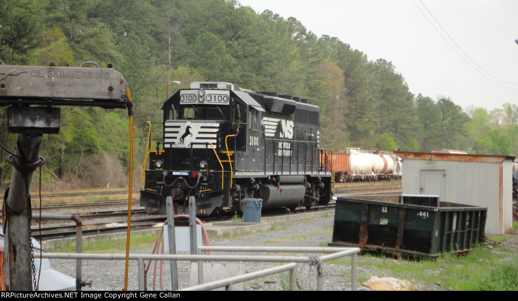 NS 3100 sits in Forrestville Yard waiting for its next assignment
