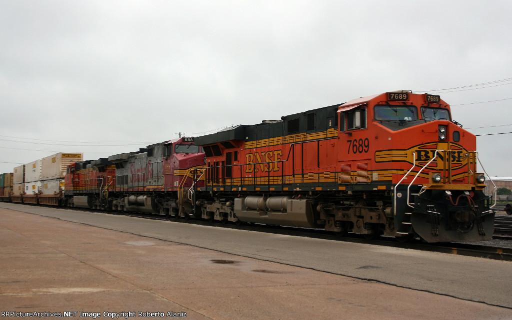 BNSF 7689