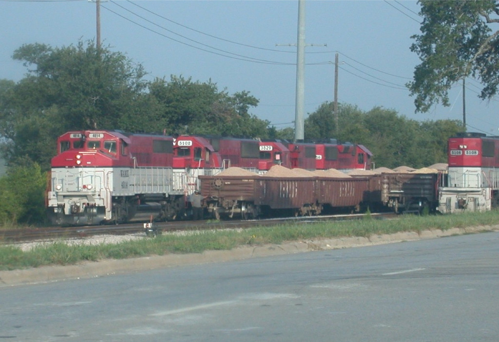WAMX 4014  30Aug2008  Four unit power in CapMetro's McNeil Yard holding on the main while another set manuevers to pick up a rock train