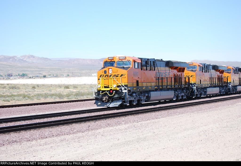 Three Very Very Brand New ES44C4's pull an westbound Z BNSF 6661/BNSF 6662/BNSF 6667.