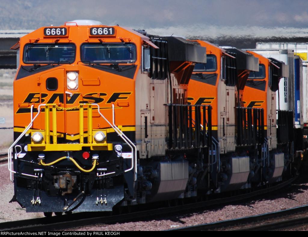 The Awesome Threesom ES44C4's head westbound out of BNSF Barstow yard pulling a Z Train. (BNSF 6661/BNSF 6662/BNSF 6667).