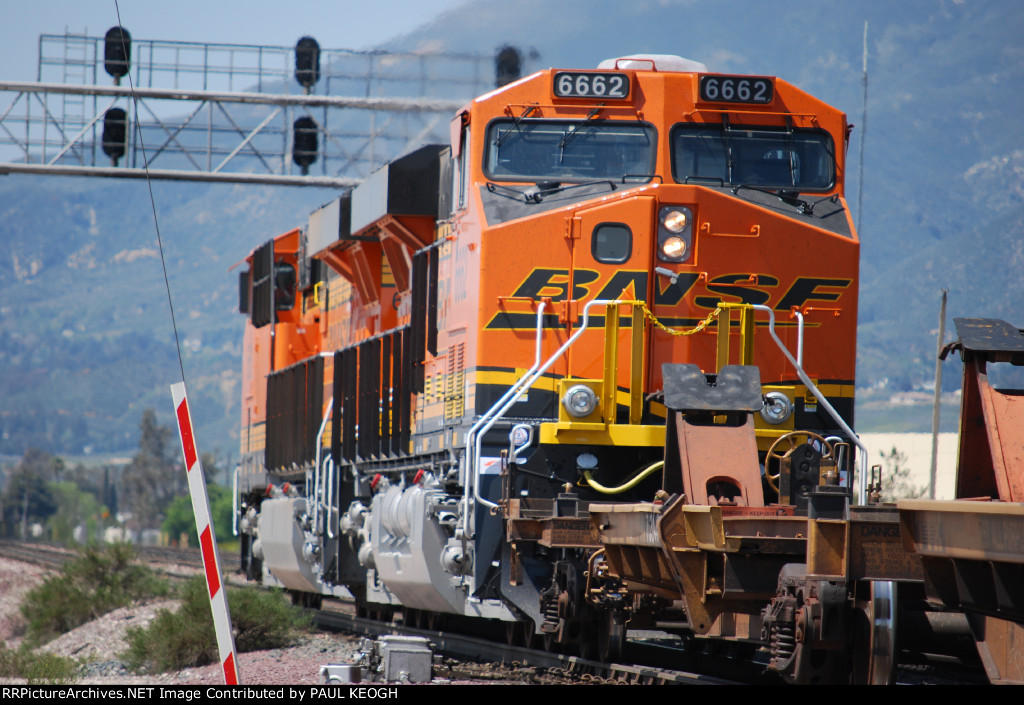 BNSF 6662 passes me by with her headlights on the Dim Setting with BNSF 6661 as the Lead Unit on this MTY Spine Car Train.