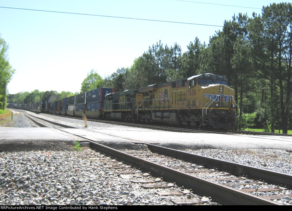 Its gonna be a long wait at Gabbetville--CSX Q144 sits half on the main and half in the siding after a derailment a few miles up the line closed the AWP-WofA for nearly 36 hours.