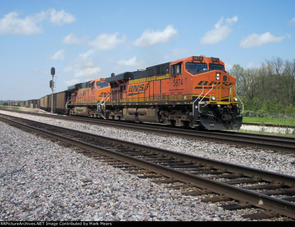 BNSF 5874