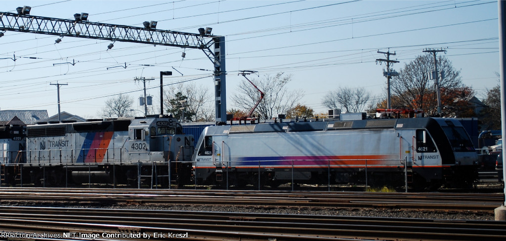 NJT 4621 NJT 4302 On Track 10
