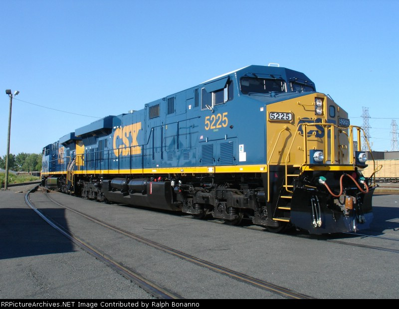 Q439-06 trailing unit poses after setting off cars