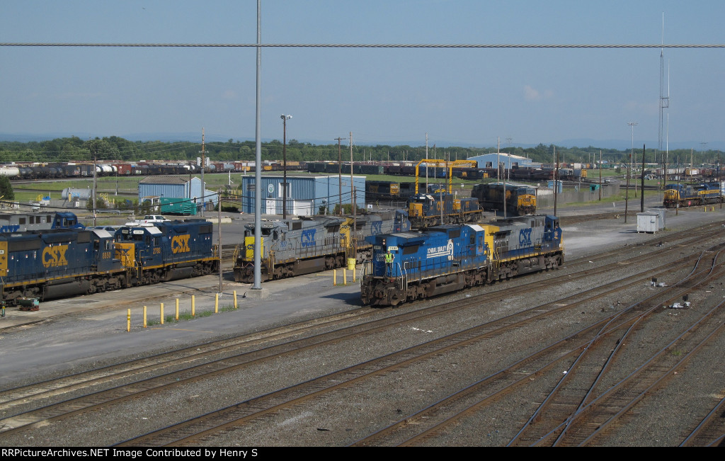 CSXT 7489 and CSXT 7587
