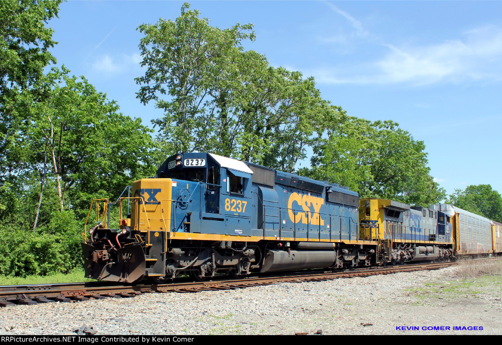 CSX 8237 leads at train to Kayne Avenue Yard