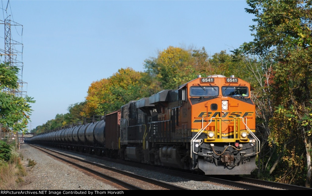 CSX K-140 prepares to head east down the Trenton Line from CRSA