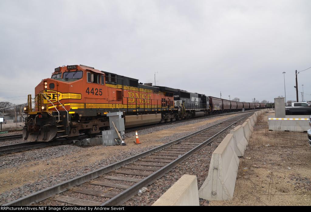 BNSF C44-9W #4425