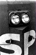 Headlights of SD40-2T