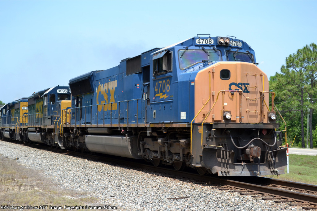 CSX 4708 leading the local M736