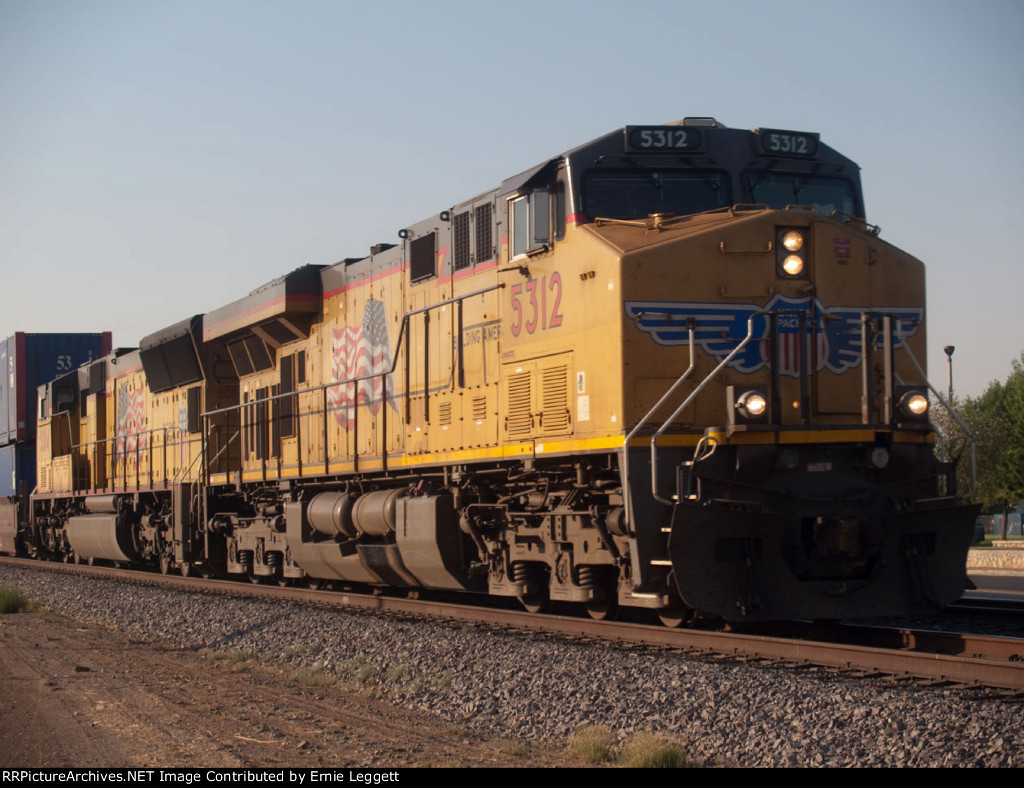 UP 5312 leads a WB doublestack at 7:28am