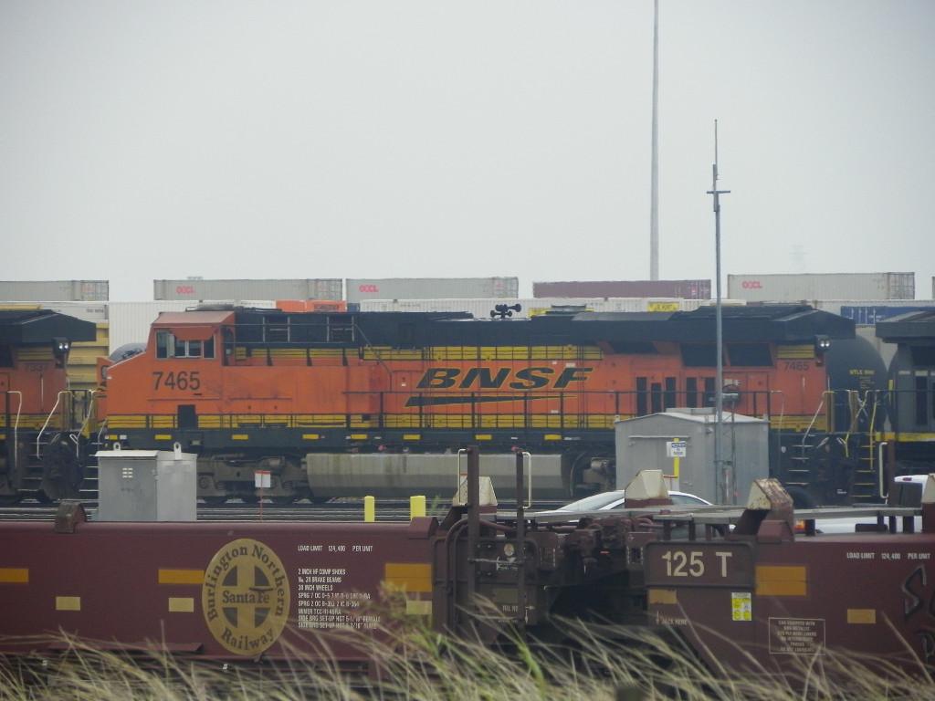 BNSF ES44DC 7465