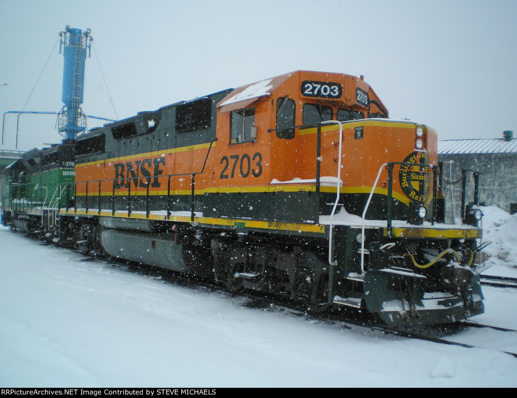 BNSF GP39-2 2703