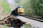 CSX 756 and 841 coming to railroad ties