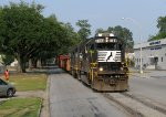 NS 7104 leading G91 down Roosevelt Avenue