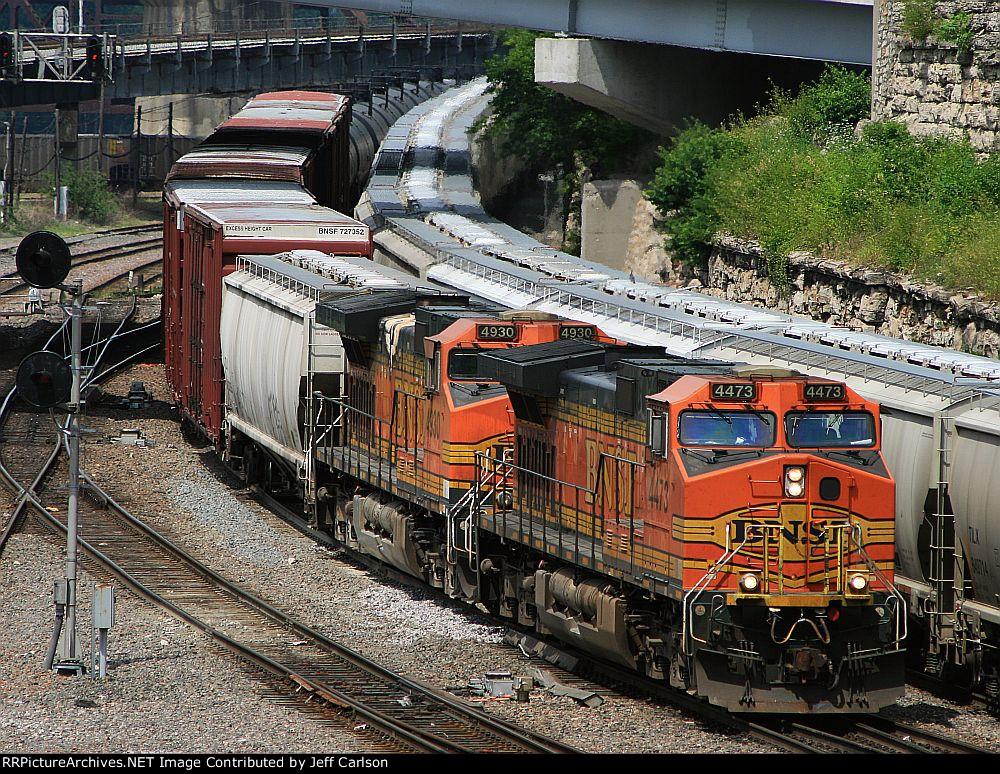 BNSF 4473 through the Gooseneck