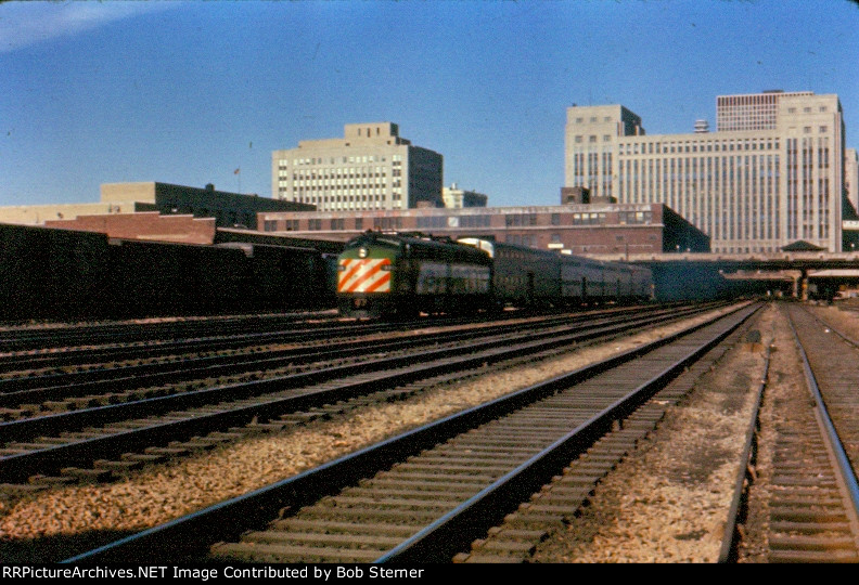 BN E8 leaving Union Station