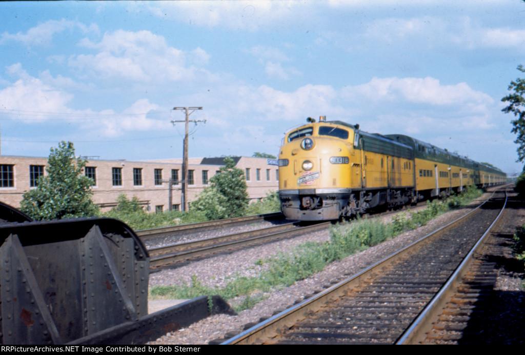 CNW E8 at Des Plaines