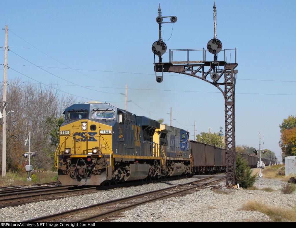 CSX 764 leads K185-07 south under the cantilever CPL signal bridge