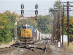 CSX 4568 leads Q394 down to the 88 crossovers