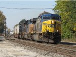 CSX 696 leads the way as Q010 heads east