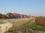 CSX 8425 breaks down another intermodal train