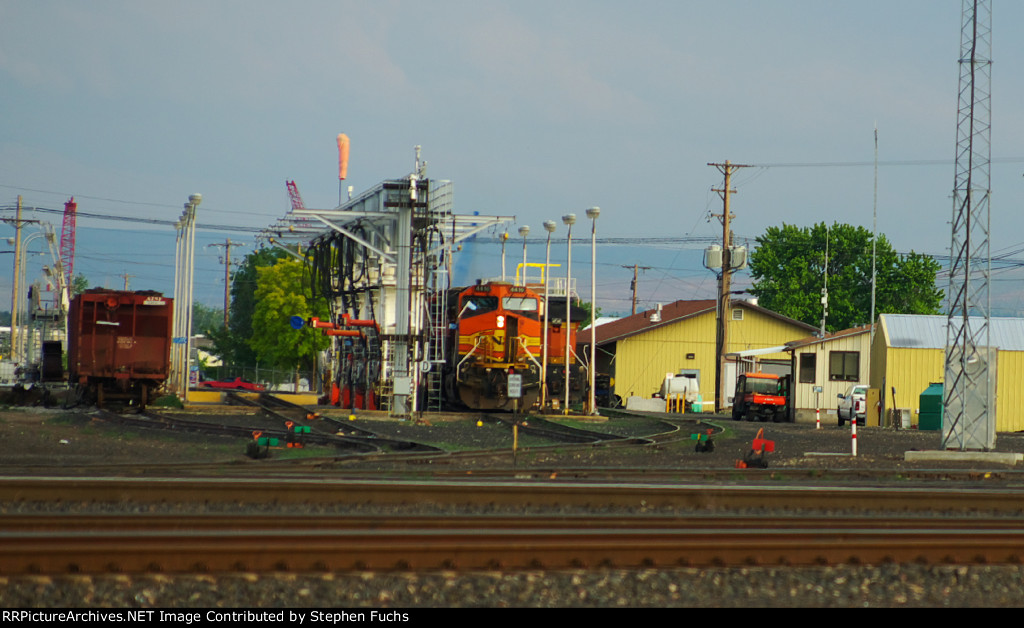 BNSF 4410 at the Fueling Racks