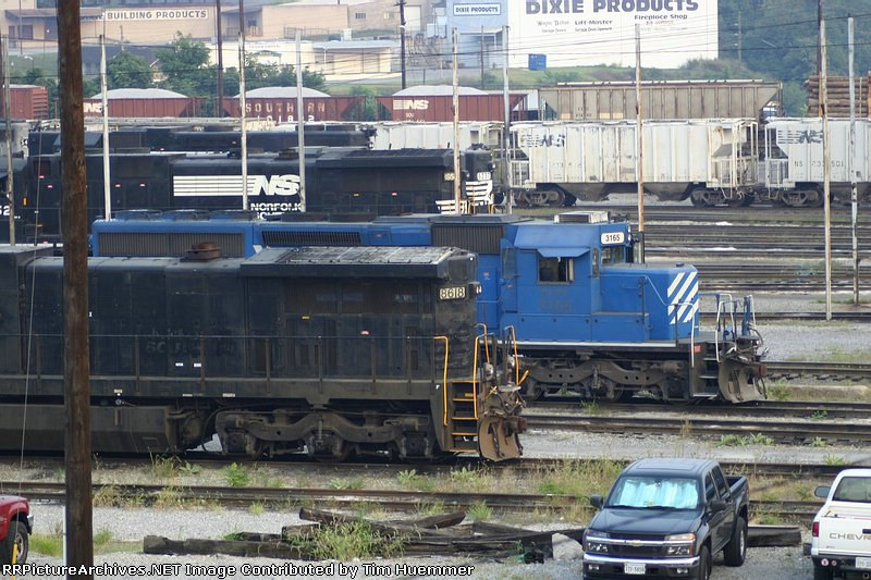 NS and CEFX locos with markings painted out