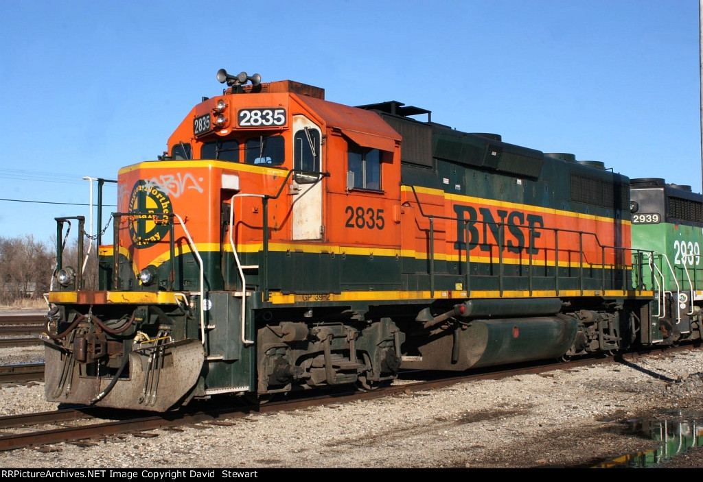BNSF GP39-2 2835