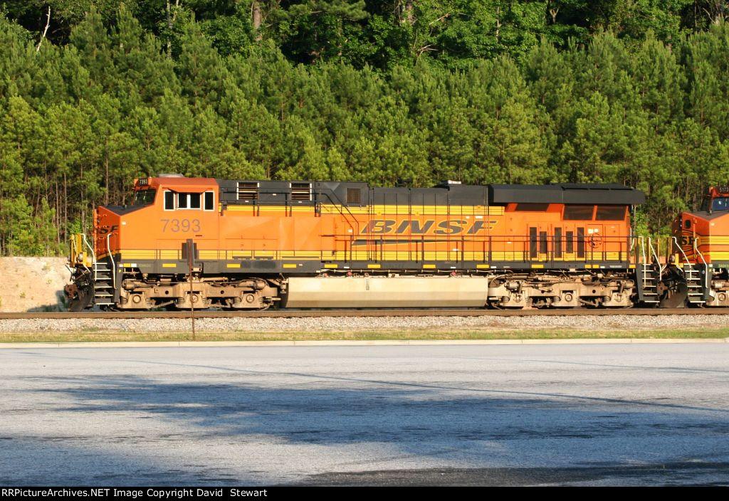 BNSF ES44DC 7393