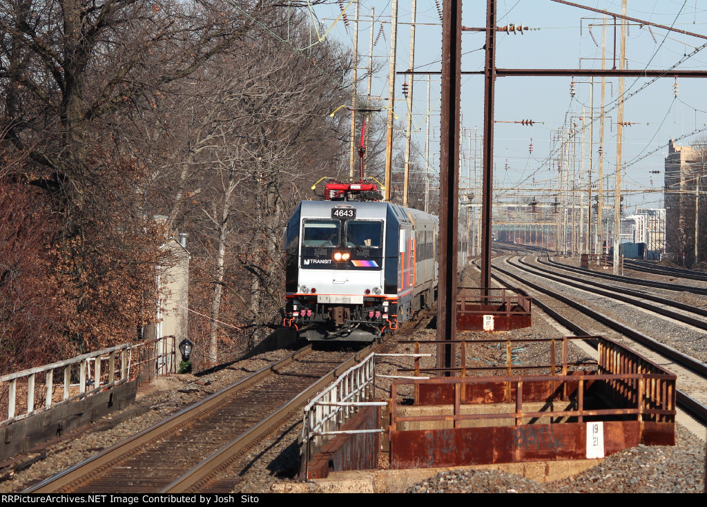 NJT 4643 Pulling Into Rahway To Make A Stop
