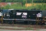 NS GP38-2 5647
