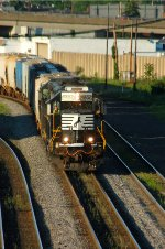 NS GP38-3 5806 leads C52