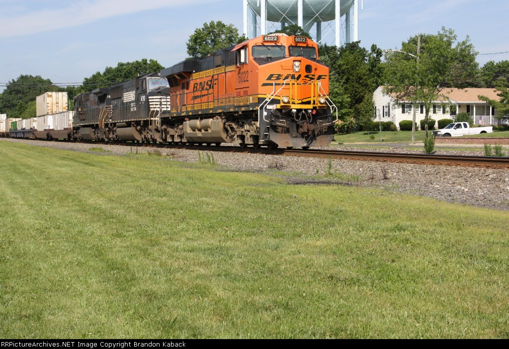 BNSF Leader for NS 214