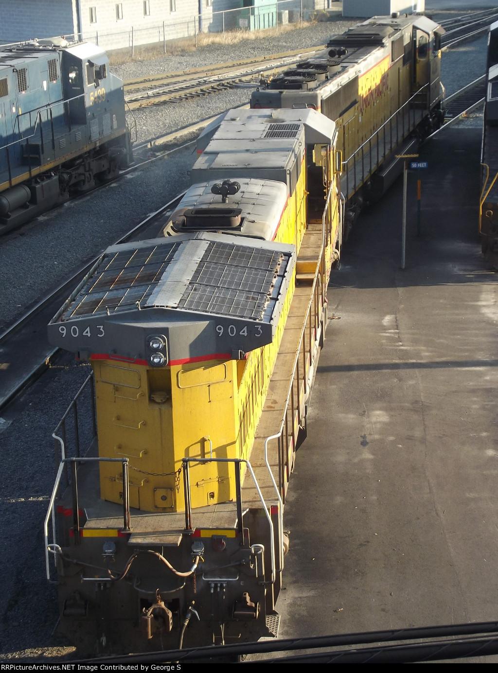 UP SD70M & CREX C40-8
