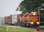BNSF Engines Rolling out at the IAIS Yard