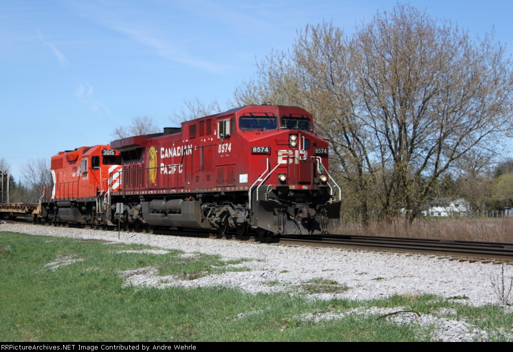 CP 8574 leads 3015 on eastbound 282