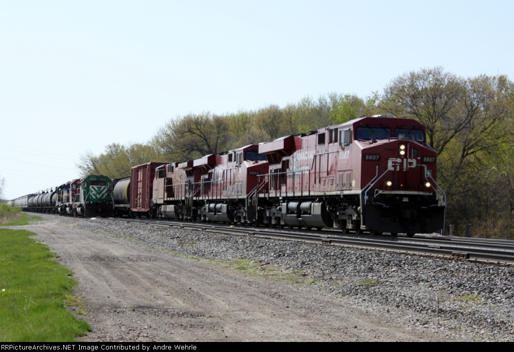 CP 8807 leads 283 into town past the crewless 487
