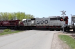SOO 6022 trails 8797 on 498