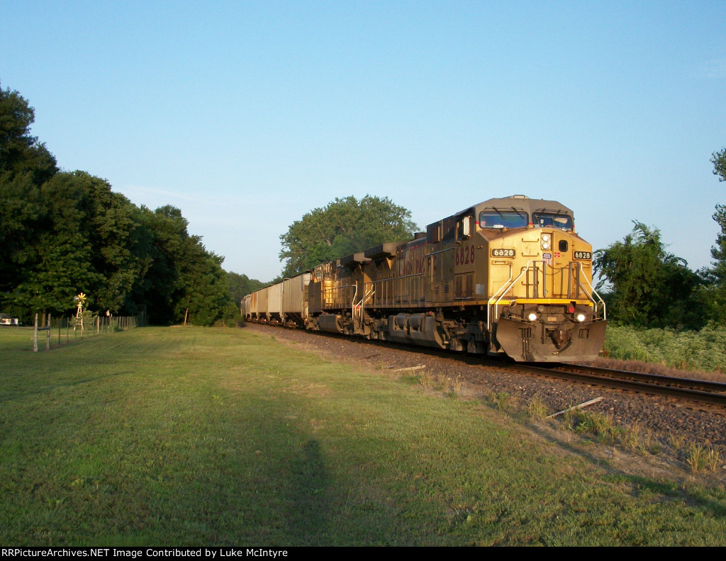UP 6828 westbound UP empty grain train