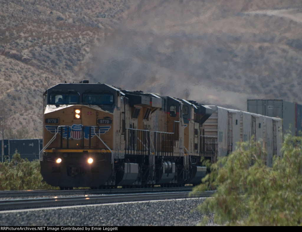 UP 9770 leads a WB doublestack (KATLB) out of El Paso at 9:45am